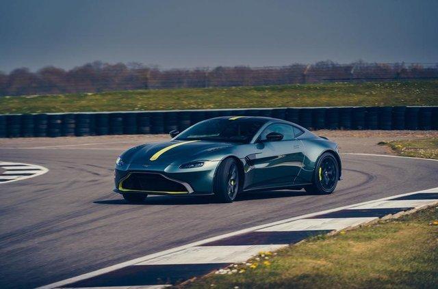 Aston Martin випустив особливу версію популярного купе Vantage - фото 325447