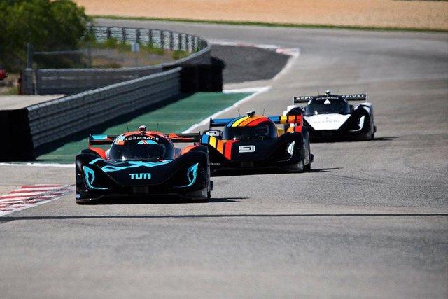 Дивіться, як виглядатимуть гонки, в яких не буде водіїв - фото 325531