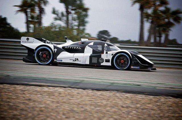 Дивіться, як виглядатимуть гонки, в яких не буде водіїв - фото 325533