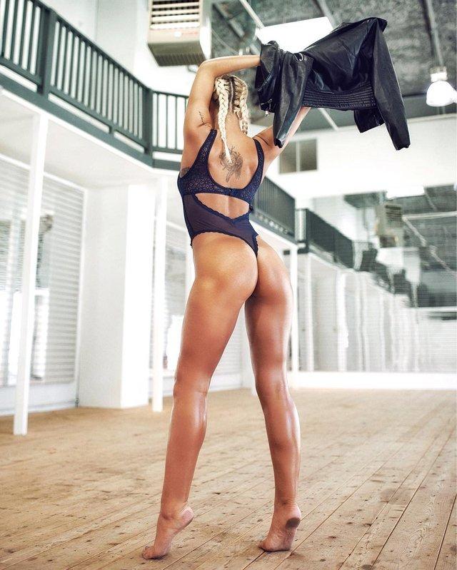 Дівчина тижня: гаряча Андреа Куоні, яка підкорює чоловічі глянці своєю фігурою (18+) - фото 325713
