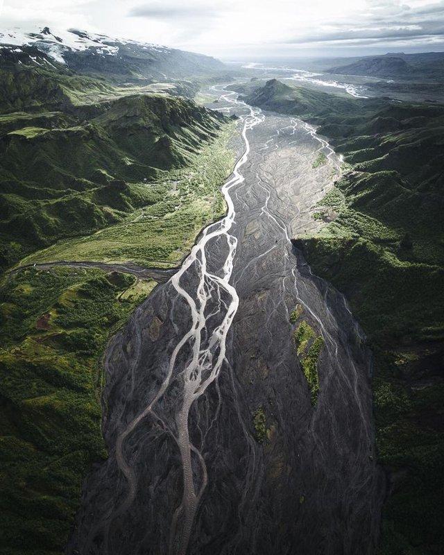 Незабутня краса Ісландії з висоти: яскраві фото мандрівника - фото 325819