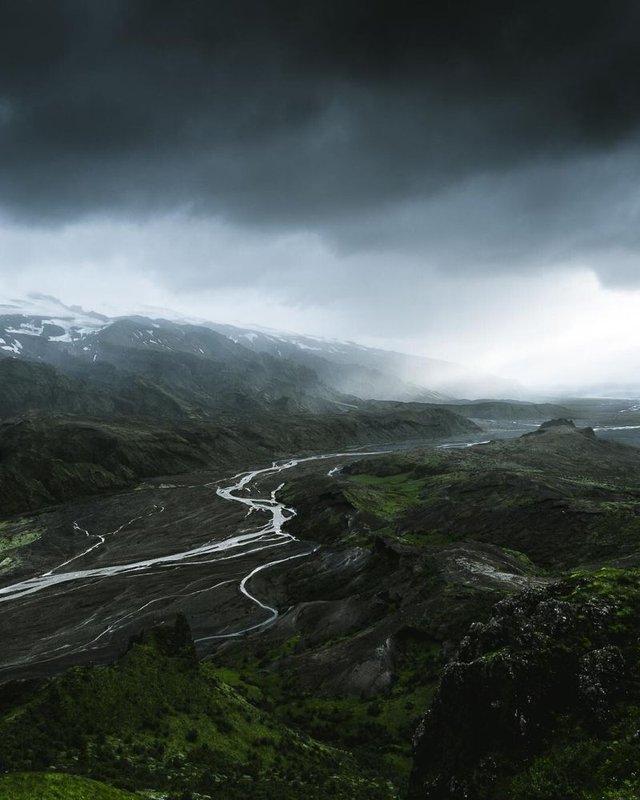 Незабутня краса Ісландії з висоти: яскраві фото мандрівника - фото 325820