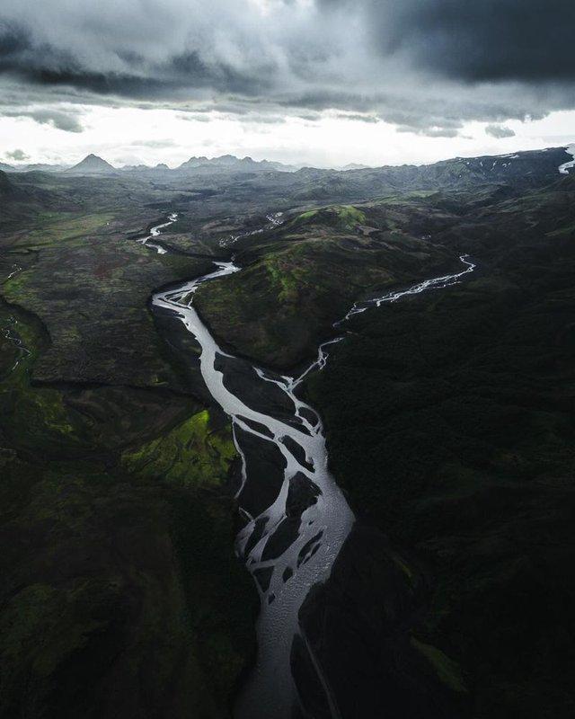 Незабутня краса Ісландії з висоти: яскраві фото мандрівника - фото 325828