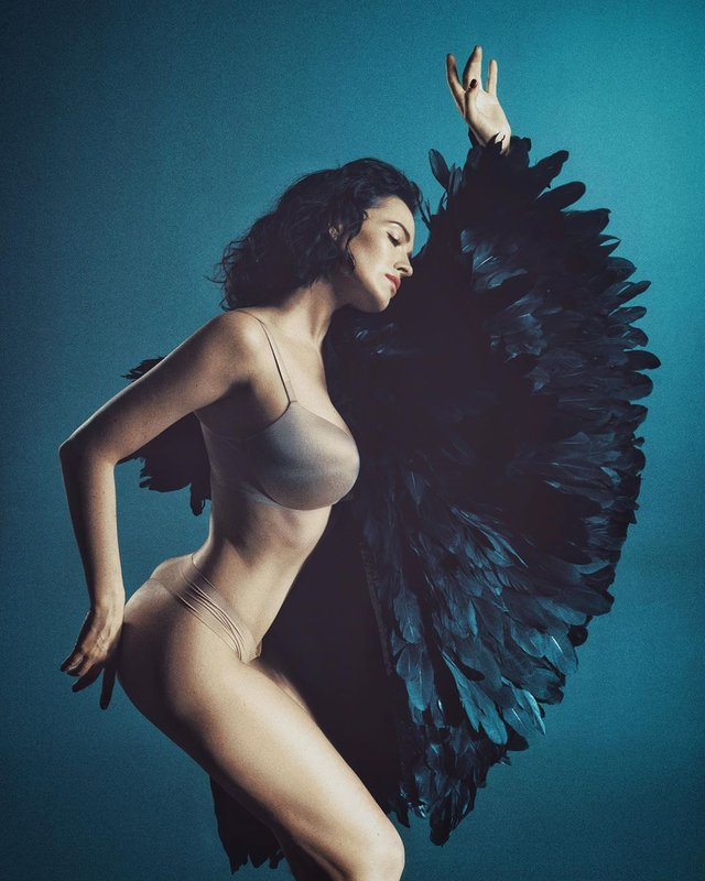Даша Астаф'єва підкорила мережу еротичними знімками в оригінальному образі (18+) - фото 326301