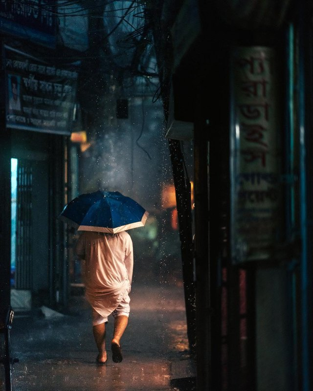 Столиця Бангладешу під час дощу: захопливі вуличні фото - фото 326527