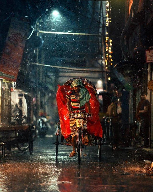 Столиця Бангладешу під час дощу: захопливі вуличні фото - фото 326529