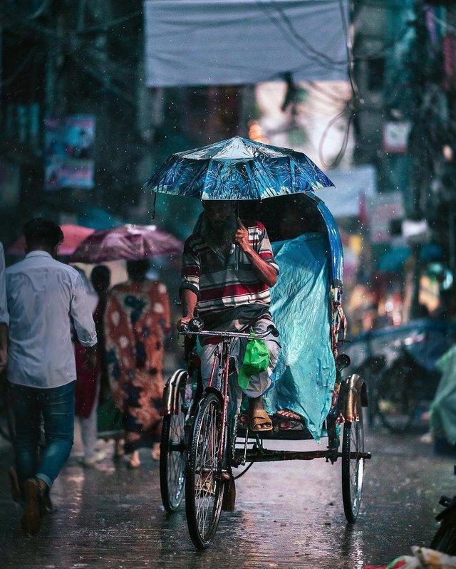 Столиця Бангладешу під час дощу: захопливі вуличні фото - фото 326531