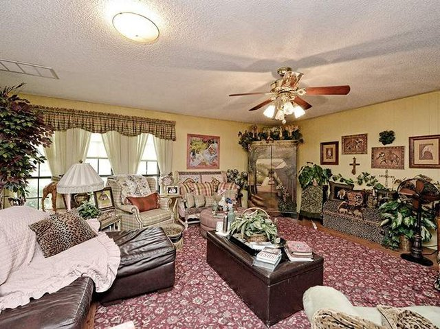 Цей незатишний будинок продають за космічні гроші - фото 326598