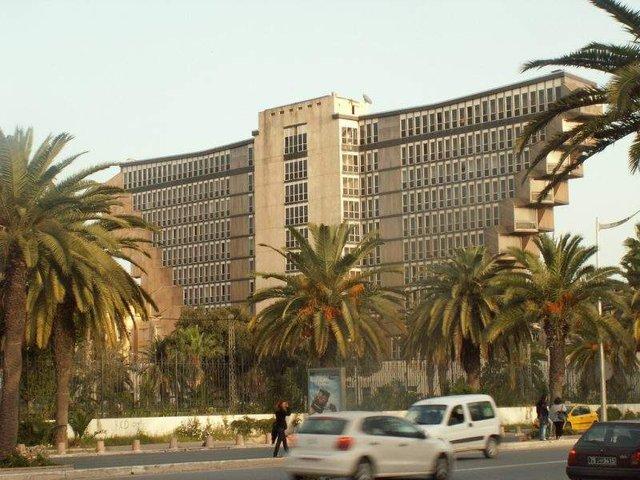 Як виглядає незвичайний перевернутий готель в Тунісі - фото 326681