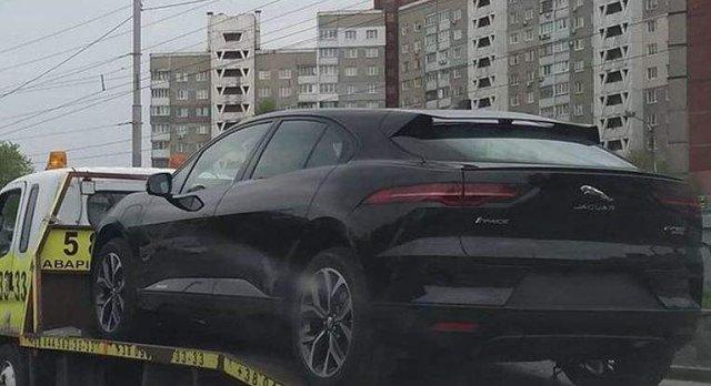 У Києві зняли електричний Jaguar на евакуаторі     - фото 326818