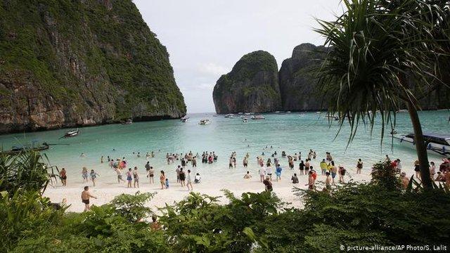 Щодня на пляж прибували до 5 тисяч туристів - фото 326889