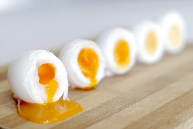 Чи можна підігрівати яйця  - фото 326948