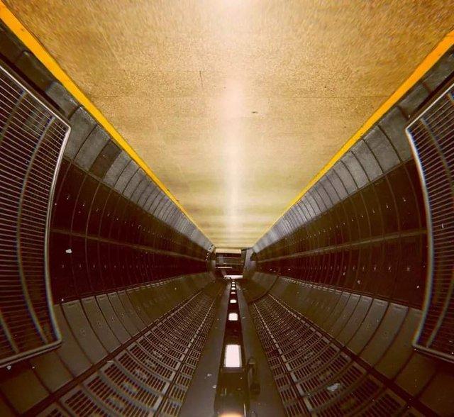 Незвичайний фотопроект: перевернуті станції метро - фото 326975