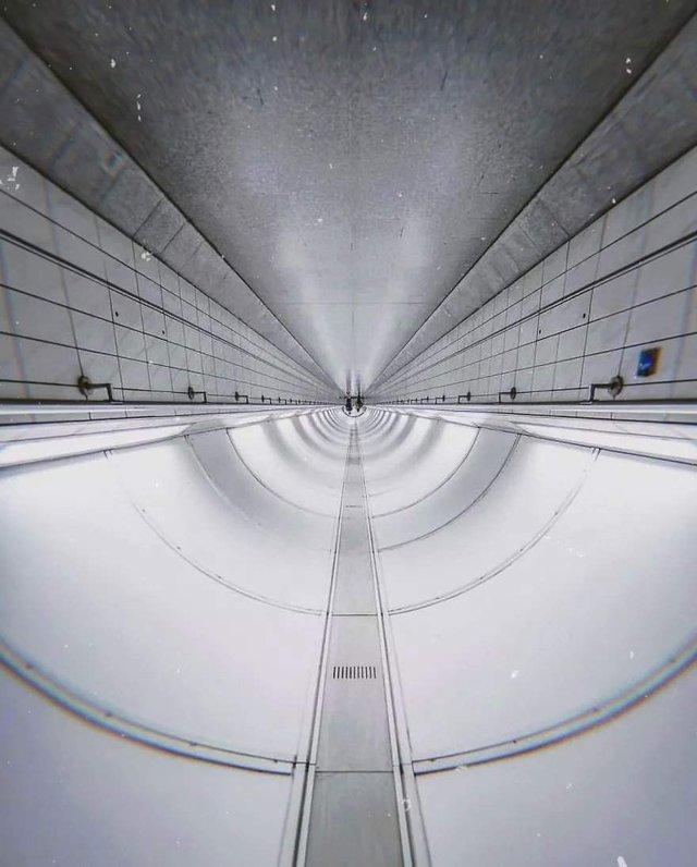 Незвичайний фотопроект: перевернуті станції метро - фото 326976
