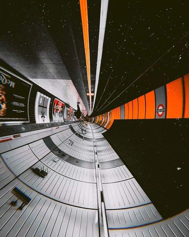 Незвичайний фотопроект: перевернуті станції метро - фото 326977
