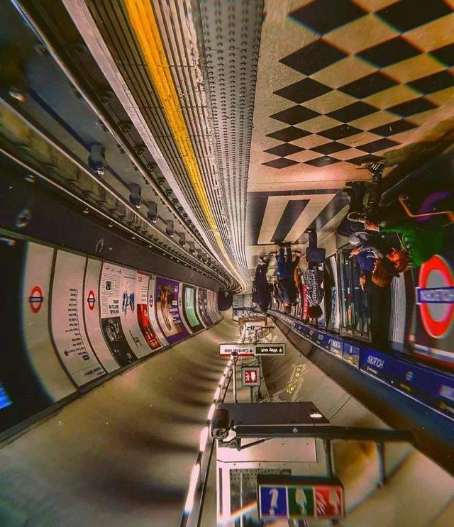 Незвичайний фотопроект: перевернуті станції метро - фото 326979