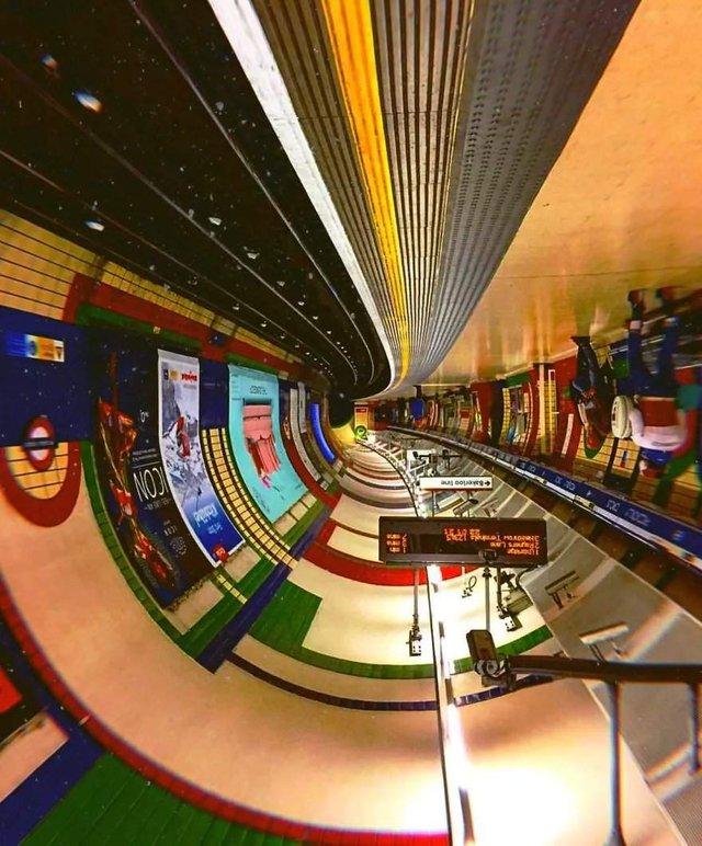 Незвичайний фотопроект: перевернуті станції метро - фото 326980