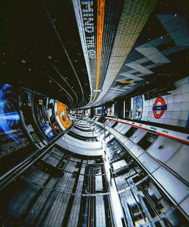 Незвичайний фотопроект: перевернуті станції метро - фото 326981