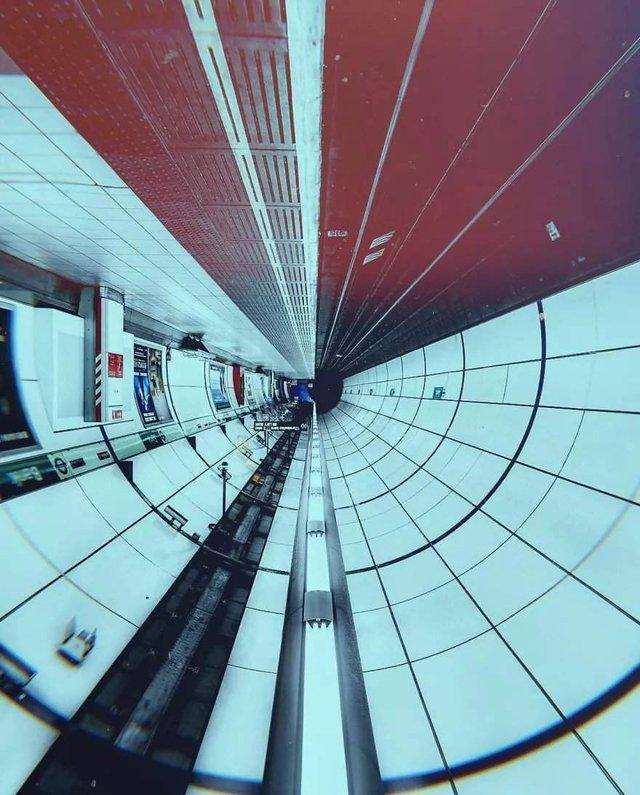 Незвичайний фотопроект: перевернуті станції метро - фото 326982