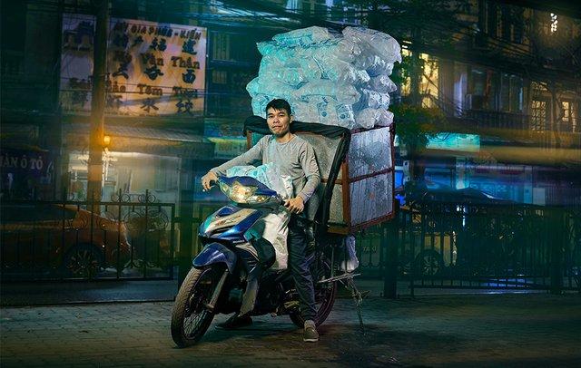 Життя мотоциклістів зі служби доставки у В'єтнамі: вражаючі фото - фото 327143