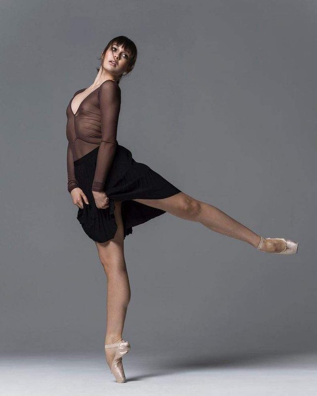 Мінімум одягу: спокусливі балерини у новому фотопроекті - фото 327310