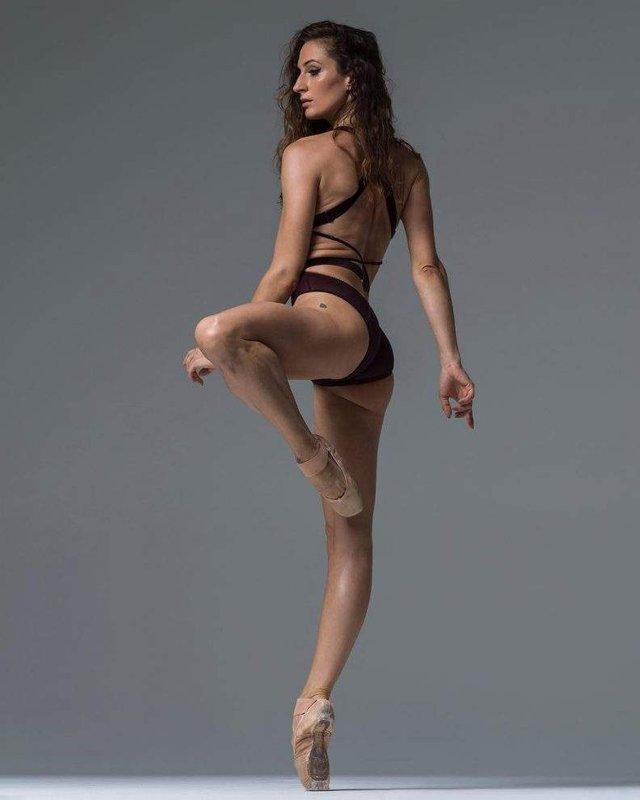 Мінімум одягу: спокусливі балерини у новому фотопроекті - фото 327311