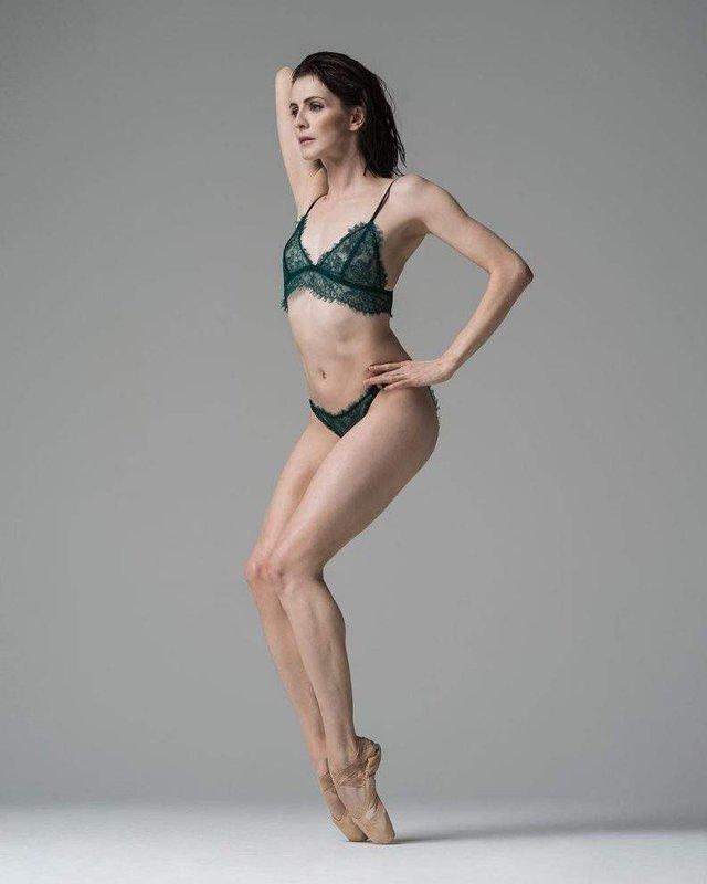Мінімум одягу: спокусливі балерини у новому фотопроекті - фото 327312