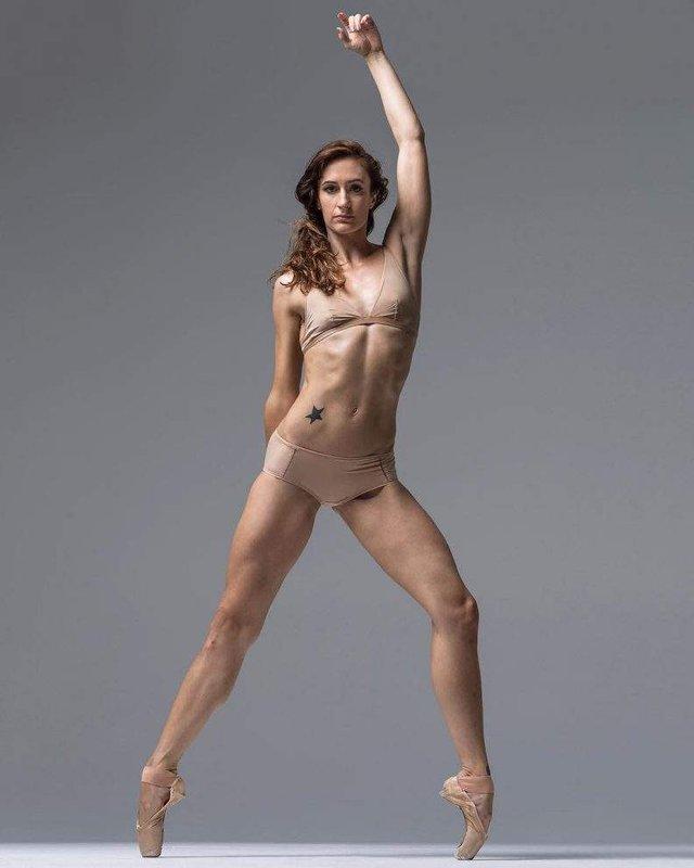 Мінімум одягу: спокусливі балерини у новому фотопроекті - фото 327313