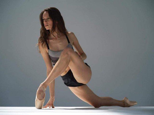 Мінімум одягу: спокусливі балерини у новому фотопроекті - фото 327314