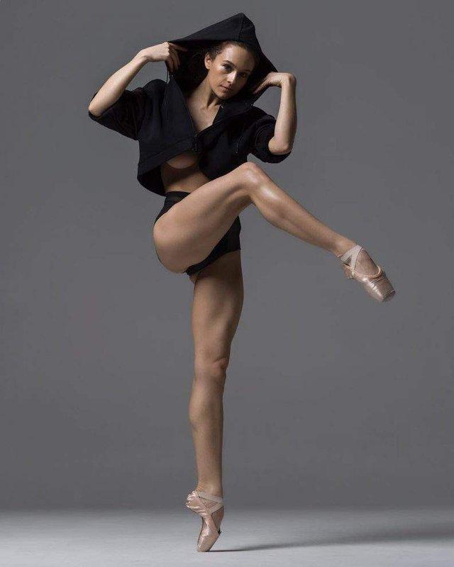 Мінімум одягу: спокусливі балерини у новому фотопроекті - фото 327316