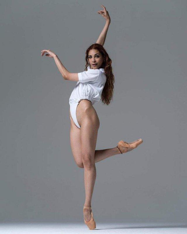 Мінімум одягу: спокусливі балерини у новому фотопроекті - фото 327317