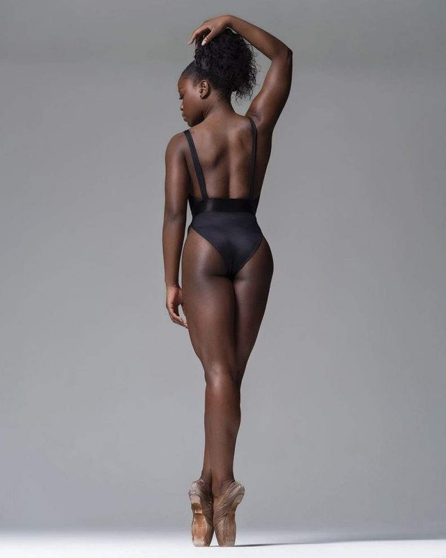 Мінімум одягу: спокусливі балерини у новому фотопроекті - фото 327318