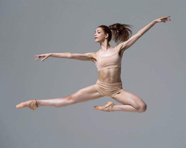 Мінімум одягу: спокусливі балерини у новому фотопроекті - фото 327323