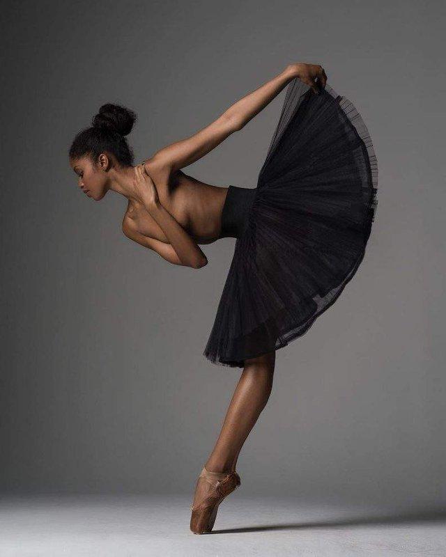 Мінімум одягу: спокусливі балерини у новому фотопроекті - фото 327324