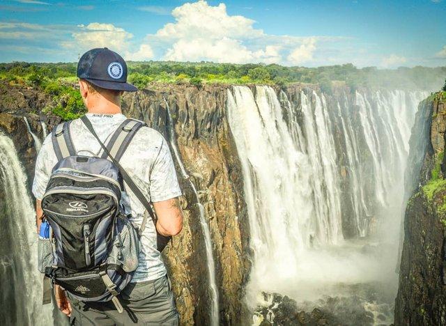 Талановитий хлопець побував в 111 країнах: захопливі фото - фото 327372
