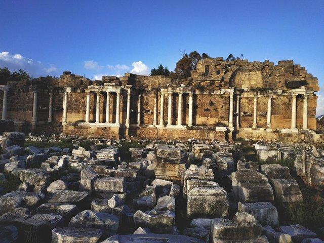 Сіде буквально всіяний античними пам'ятками - фото 327403