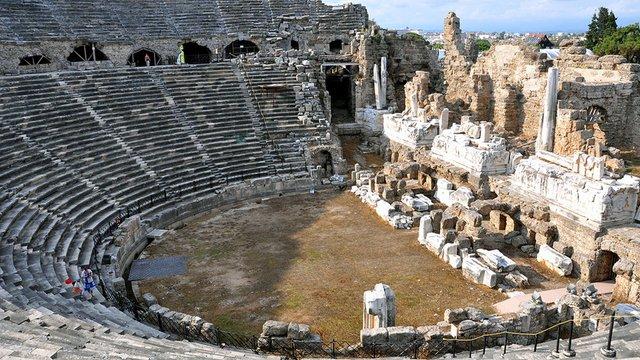 Надзвичайно величний Амфітеатр у Сіде - фото 327407