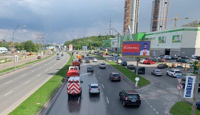 У Києві миють дороги 'з милом' - фото 327453