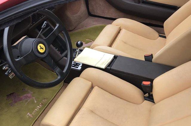 Покинута посеред поля: у США знайшли колекцію Ferrari - фото 327769