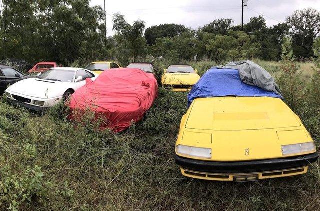 Покинута посеред поля: у США знайшли колекцію Ferrari - фото 327770