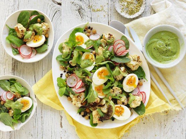 Додавайте до овочевих салатів варені яйця - фото 327782