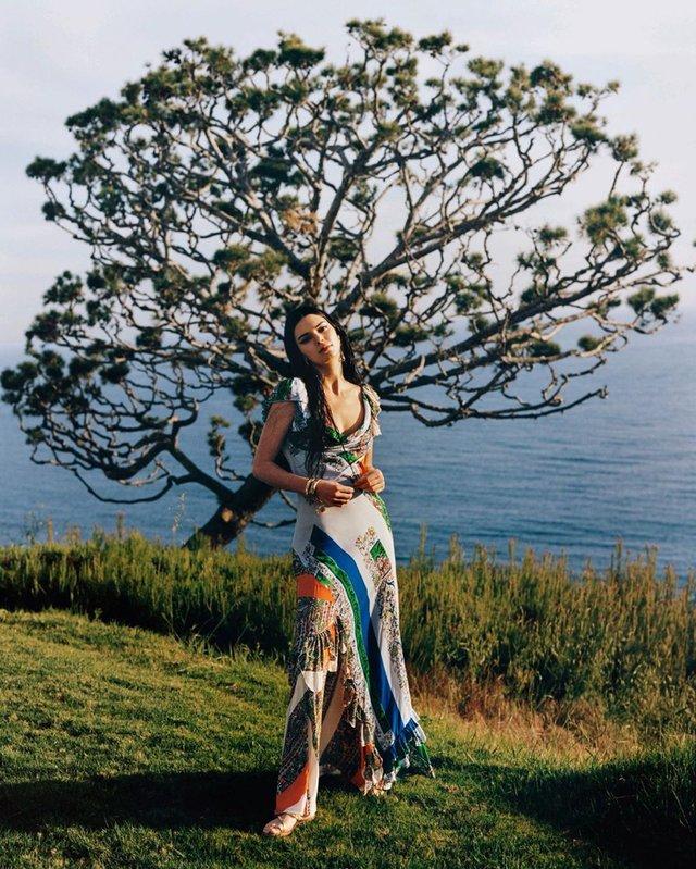 Найдорожча модель знялася для Vogue: ефектні кадри - фото 327833