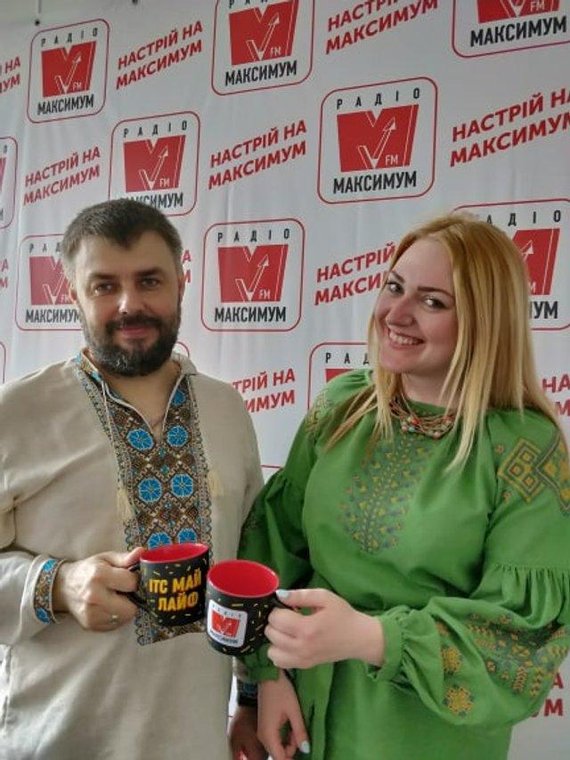 Ведучі Радіо МАКСИМУМ долучилися до Дня вишиванки: колоритні фото - фото 327893