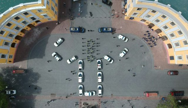 День вишиванки: в Одесі поліція осоромилася з привітанням - фото 327936