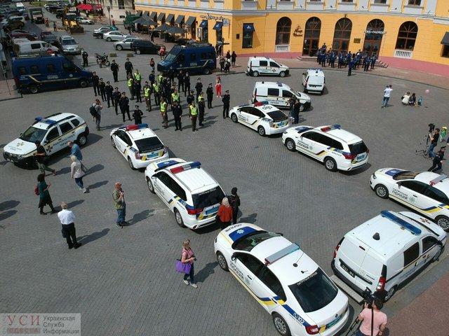 День вишиванки: в Одесі поліція осоромилася з привітанням - фото 327937