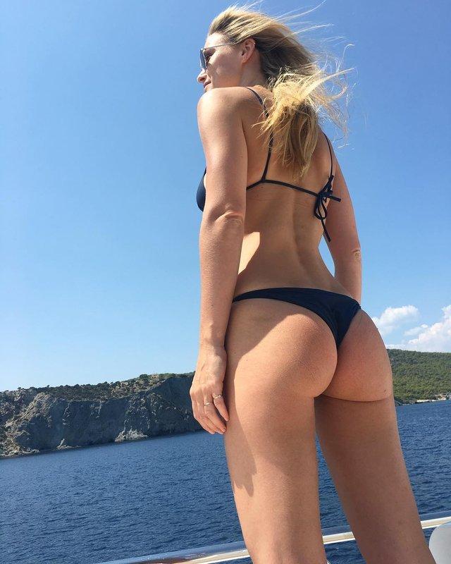Дівчина тижня: сексуальна супермодель Бар Рафаелі, яка була ведучою Євробачення 2019 (18+) - фото 328652
