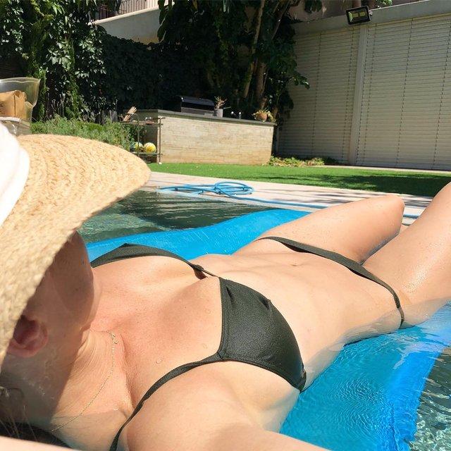 Дівчина тижня: сексуальна супермодель Бар Рафаелі, яка була ведучою Євробачення 2019 (18+) - фото 328653