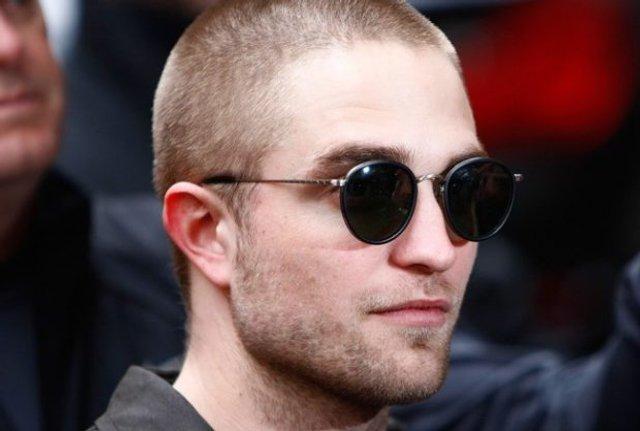 Як носити чоловічі сонцезахисні окуляри: правила етикету та трендові оправи - фото 329096