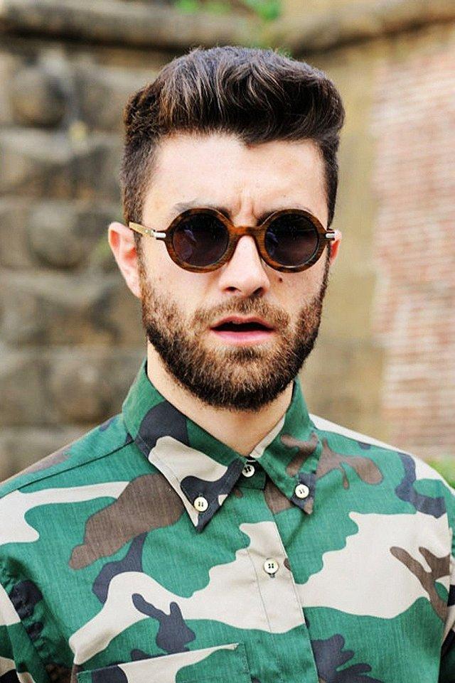 Як носити чоловічі сонцезахисні окуляри: правила етикету та трендові оправи - фото 329097