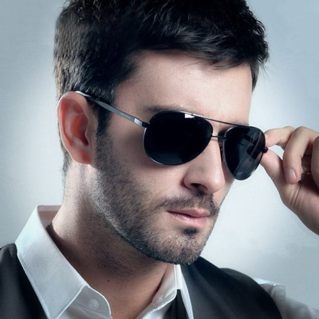 Як носити чоловічі сонцезахисні окуляри: правила етикету та трендові оправи - фото 329098